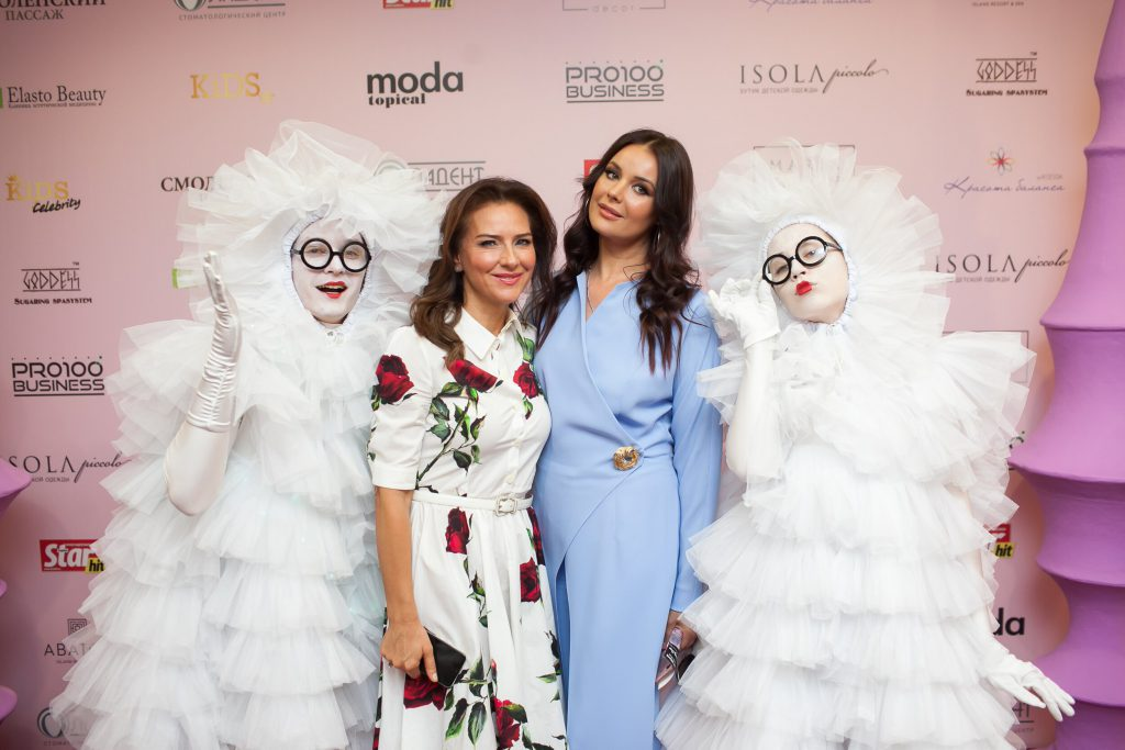Журнал MODA topical отметил самых ярких звездных МАМ на премии «МАМА ... a493a3dbf61